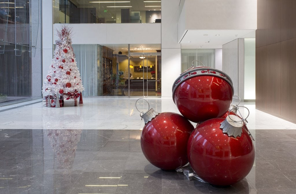 Office Holiday Decorating Ideas